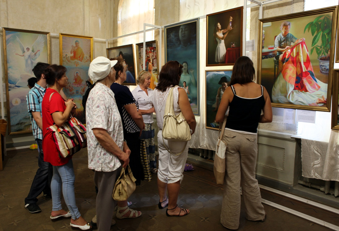 Image of 7 people in an art gallery looking at the painting in front of them