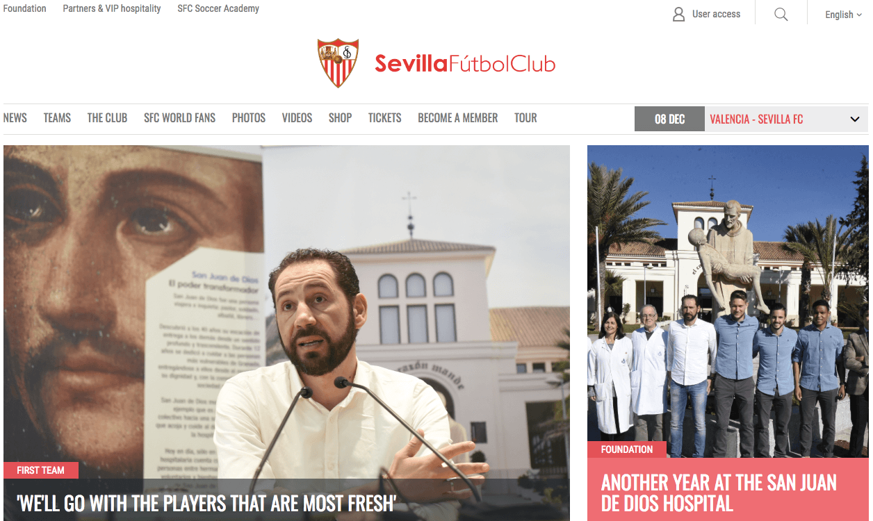Homepage of Sevilla Football Club with two images of a man speaking before the press and some people posing for a photo in front of a statue